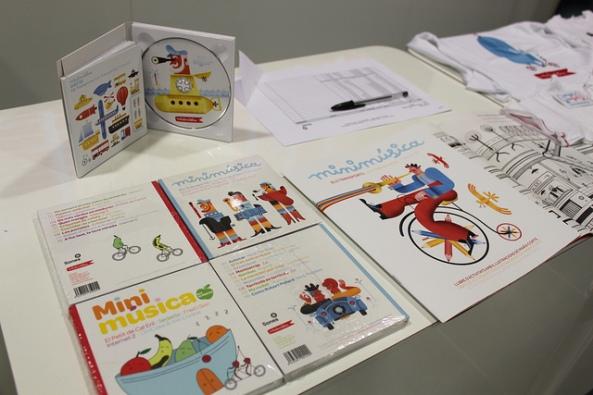 CDs de Minimúsica en evento en Madrid | Foto por: Espacio CAMON |Algunos derechos reservados